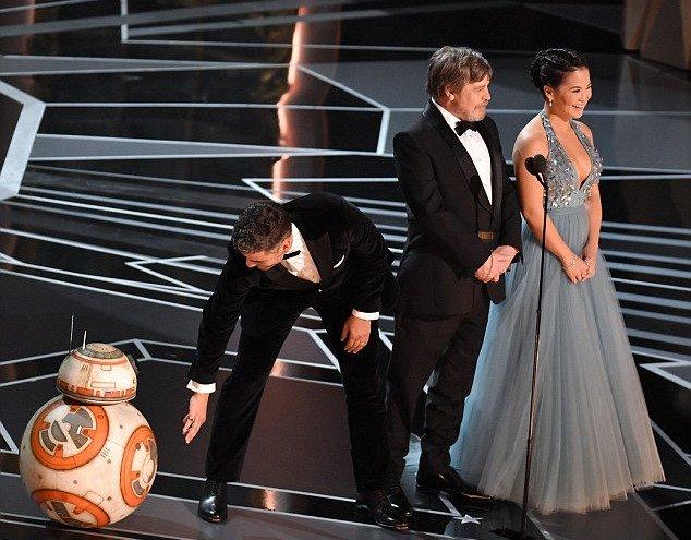 BB-8, Oscar Isaac, Mark Hamill and Kelly Marie Tran Oscar speech 2018 Academy Awards Star Wars Rob Latour Shutterstock REX